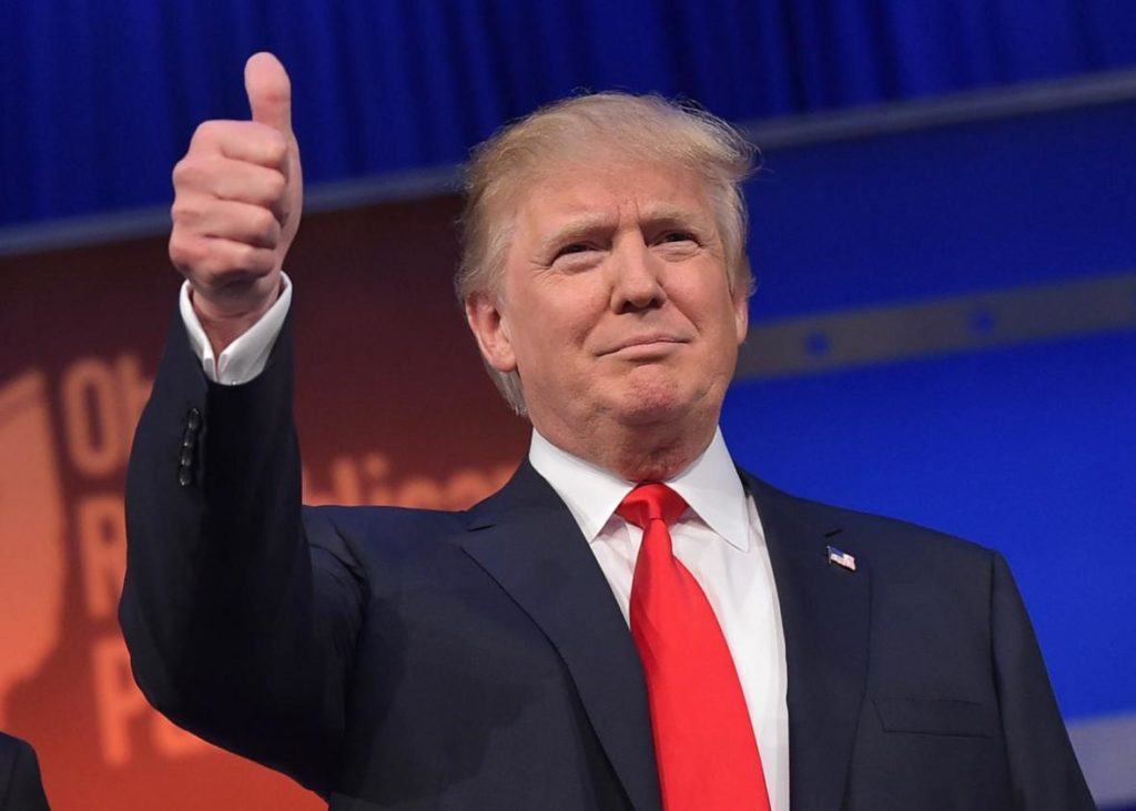 483208412-real-estate-tycoon-donald-trump-flashes-the-thumbs